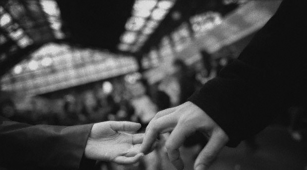 دستت را به من بده... نرو